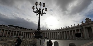 A general view of St. Peter's Square on Christmas Day amidst the coronavirus disease lockdown at the Vatican. (Photo by Reuters)