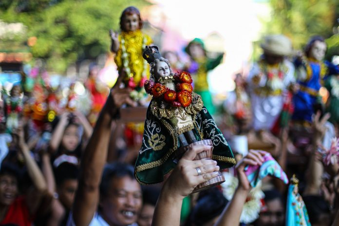 A devotee raises an image of the Child Jesus during the annual observance of the 'feast' of the Santo Niño in Manila's Tondo district in 2020. (File photo by Jire Carreon)