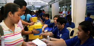 Commission on Elections officials prepare for the 2018 local elections. (File photo by Mike Taboy)